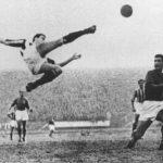 De klassieke omhaal van Carlo Parola tijdens Fiorentina-Juventus 1950
