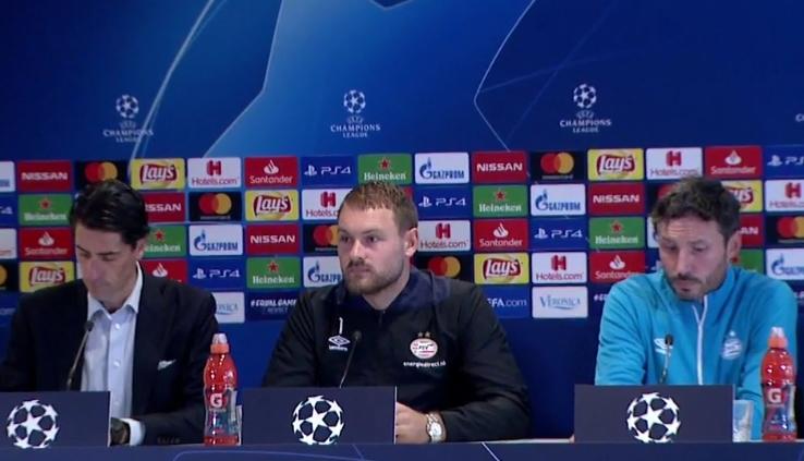 Beeld van de persconferentie in aanloop naar PSV-Internazionale Milano
