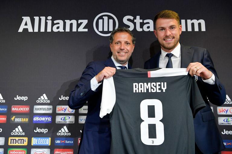 De officiële presentatie van Aaron Ramsey bij Juventus waarbij hij ook even in het Italiaans sprak